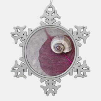 Cáscara del caracol del zen adorno de peltre en forma de copo de nieve