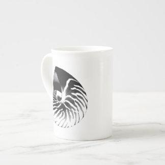 Cáscara del nautilus - azules marinos y blanco taza de porcelana