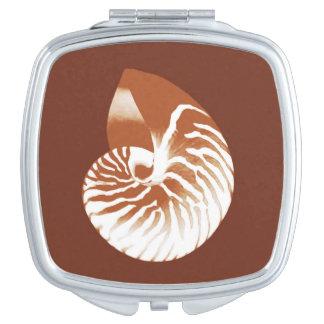 Cáscara del nautilus - marrón y blanco del cacao espejos para el bolso