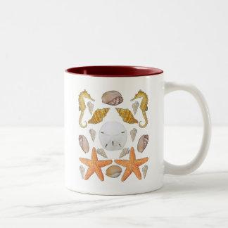 Cáscaras a montones taza de café de dos colores
