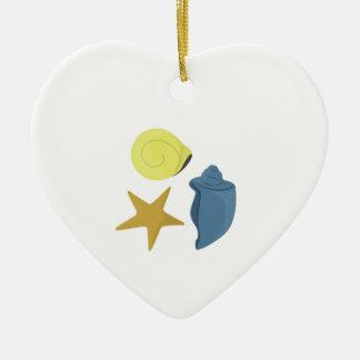 Cáscaras del mar adorno de cerámica en forma de corazón