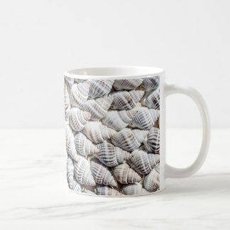 cáscaras del mar taza clásica