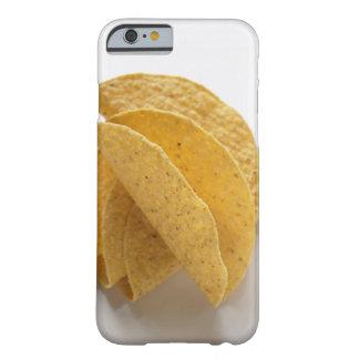 Cáscaras del Taco en el fondo blanco Funda De iPhone 6 Barely There