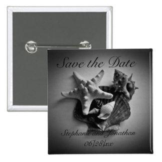 Cáscaras en reserva blanco y negro el botón de la pin cuadrado