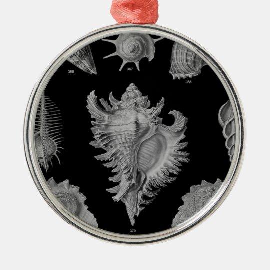 cáscaras negras del mar del &white adorno navideño redondo de metal