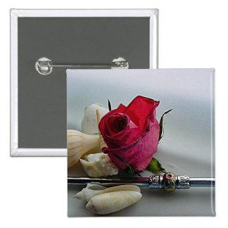 Cáscaras románticas del rosa rojo y del mar pins