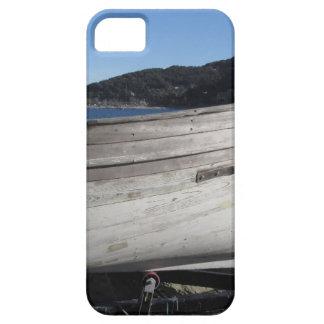 Casco del barco de pesca de madera bajo reparación funda para iPhone SE/5/5s