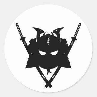 Casco del samurai y pegatina de las espadas