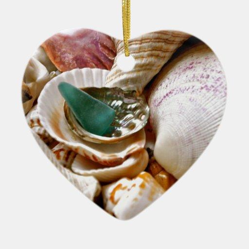 Casco verde adorno de cerámica en forma de corazón