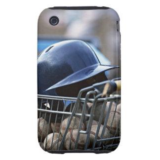 Casco y bola del béisbol tough iPhone 3 cárcasas