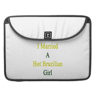 Casé a un chica brasileño caliente funda para macbook pro