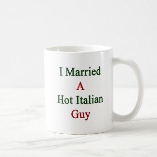 Casé a un individuo italiano caliente tazas de café