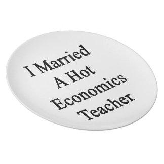 Casé a un profesor caliente de la economía plato