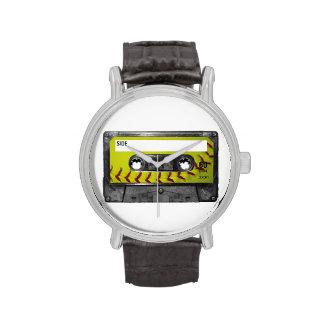 Casete amarillo de la etiqueta del softball reloj de mano