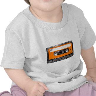 Casete anaranjado de los años 80 de la etiqueta camiseta