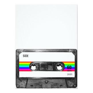 Casete con la etiqueta de la raya del arco iris invitación 13,9 x 19,0 cm