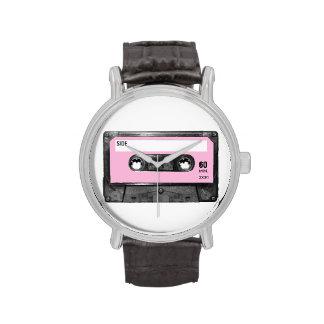 Casete de la etiqueta del rosa en colores pastel relojes de pulsera