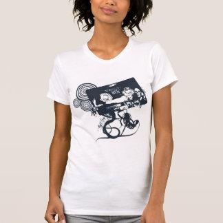 Casete enrrollado del vector camisetas