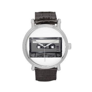Casete gris de la etiqueta relojes