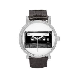 Casete negro de la etiqueta relojes de pulsera