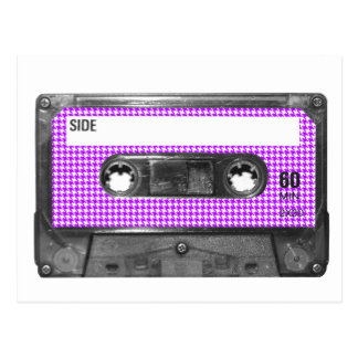 Casete púrpura y blanco de la etiqueta de tarjeta postal