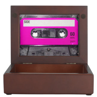 Casete rosado de la etiqueta cajas de recuerdos