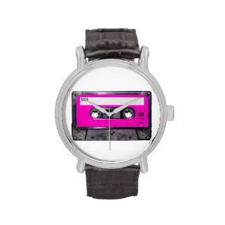 Casete rosado de la etiqueta relojes
