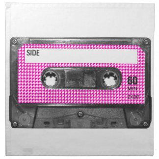 Casete rosado y blanco de la etiqueta de Houndstoo Servilletas Imprimidas
