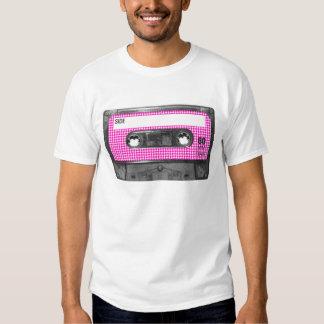Casete rosado y blanco de la etiqueta de remera