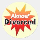 Casi divorciado pegatina redonda