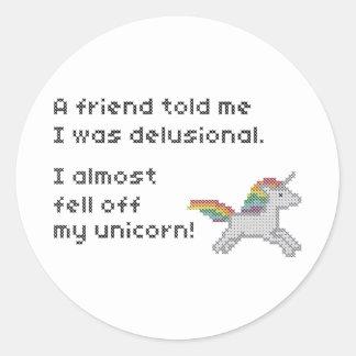 Casi me caí de mi unicornio pegatina redonda