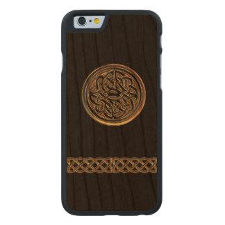 Caso de madera del iPhone 6 del negro céltico de Funda De iPhone 6 Carved® Slim De Cerezo