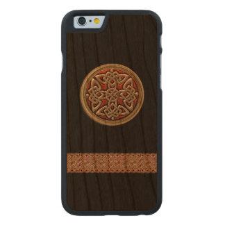 Caso de madera del iPhone 6 del rojo y del negro Funda De iPhone 6 Carved® Slim De Cerezo