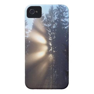 Caso del iPhone 4 del paisaje de la niebla y de la Case-Mate iPhone 4 Protector