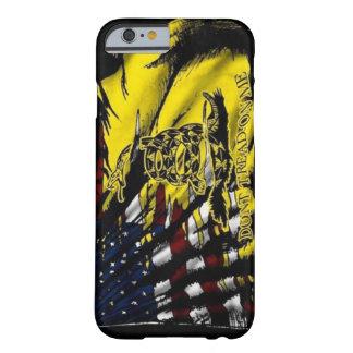 Caso del iPhone 6 de la bandera de Gadsden Funda Para iPhone 6 Barely There