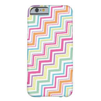 Caso del iPhone 6 de la raya de Chevron del color Funda De iPhone 6 Barely There