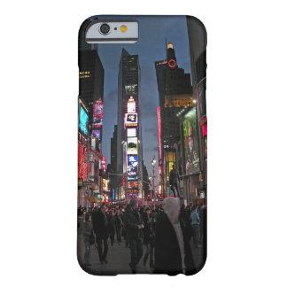 Caso del iPhone 6 de Nueva York del Times Square Funda De iPhone 6 Barely There