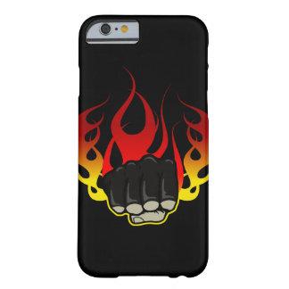 Caso del iPhone 6 del puño del fuego Funda De iPhone 6 Barely There