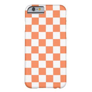 Caso del iPhone 6 del tablero de damas en naranja Funda De iPhone 6 Slim