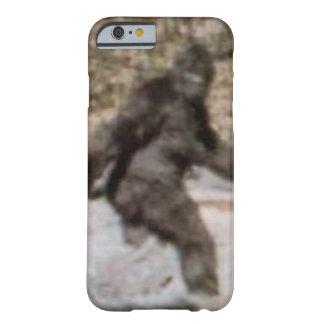 Caso divertido de Bigfoot Sasquatch Funda De iPhone 6 Barely There