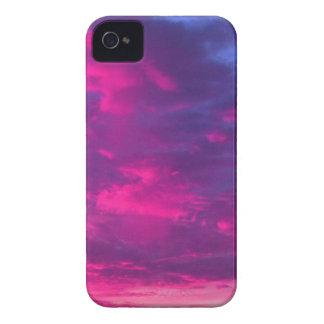 Caso enrrollado del iPhone de las nubes iPhone 4 Case-Mate Fundas