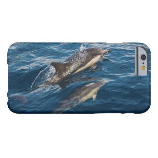Caso hermoso de Iphone 6 del delfín de la madre y Funda De iPhone 6 Barely There