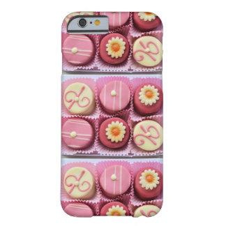 Caso rosado del iPhone 6 de Petits Fours Samsung Funda De iPhone 6 Barely There