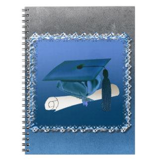 Casquillo con la borla y el diploma, graduación cuaderno