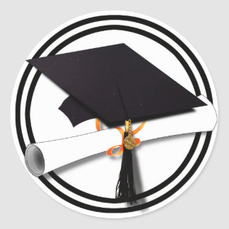 Casquillo de la graduación con el círculo blanco y pegatina redonda