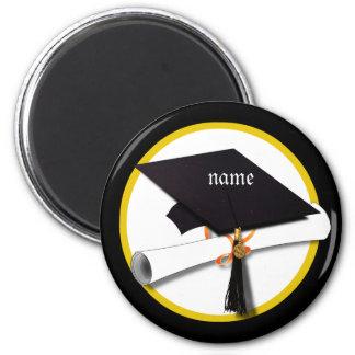 Casquillo de la graduación con el círculo del imán de nevera