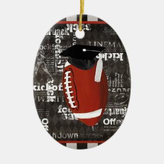 Casquillo de la graduación del fútbol que lleva, adorno navideño ovalado de cerámica