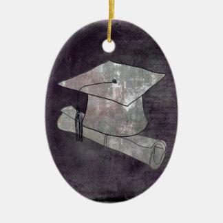 Casquillo de la graduación en el papel del vintage adorno navideño ovalado de cerámica