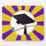 Casquillo de la graduación y diploma (1) púrpuras  tapetes de raton
