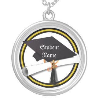 Casquillo del graduado y oro y negro del diploma ( grimpolas personalizadas
